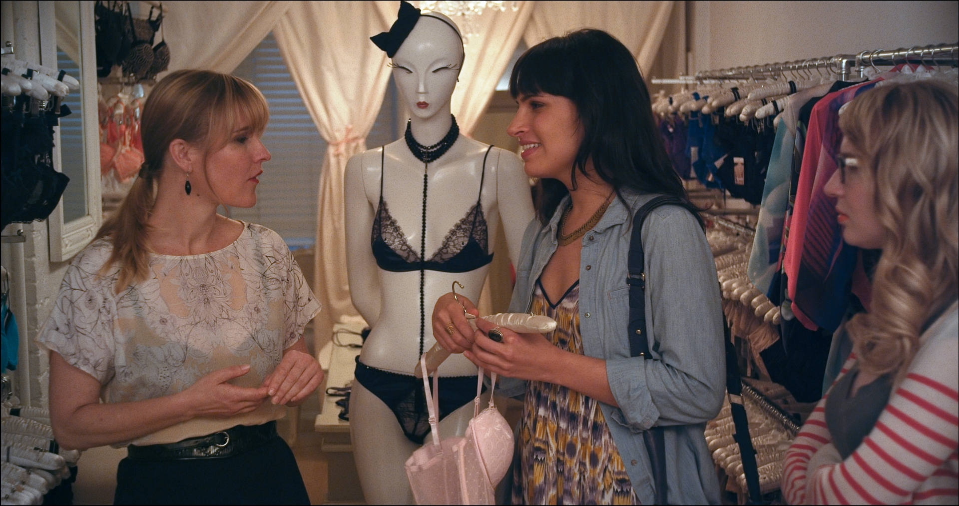 Desiree Akhavan & Halley Feiffer in Appropriate Behaviour